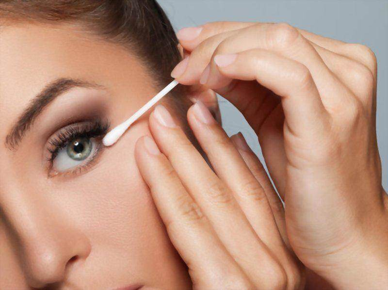 7 Effective Ways To Remove Waterproof Mascara Easily
