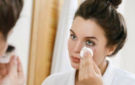 How to Remove Waterproof Eyeliner – 5 Effective Ways